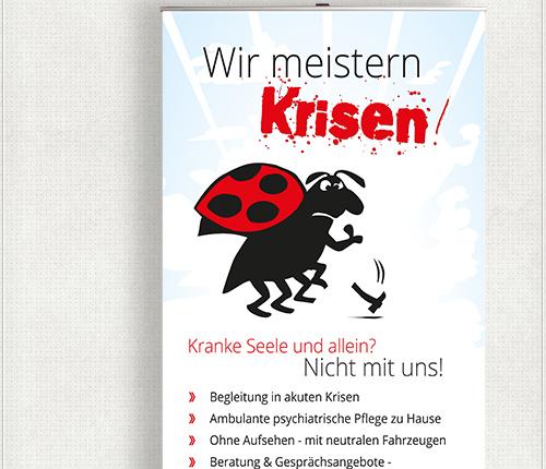 Gestaltung des Rollup-Displays mit blauem Wolkenhintergrund, rot-schwarzer Schrift, großem Slogan und Käfer