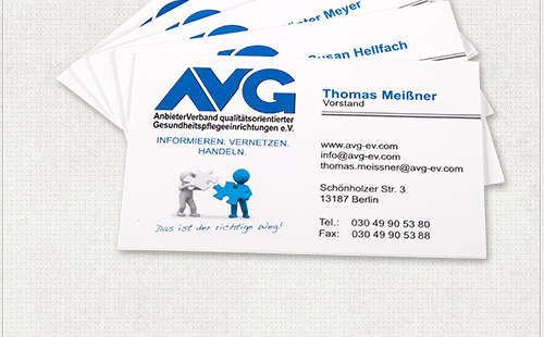 Gestaltung personalisierter Visitenkarten mit Ansprechpartner, Position und Kontaktdaten im AVG-Design