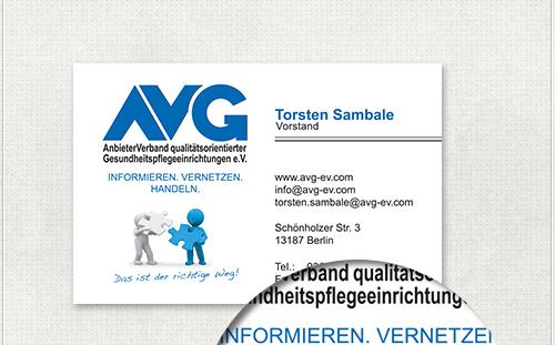 Visitenkarte mit Logo, Slogan, AVG-Männchen und personalisierten Kontaktdaten