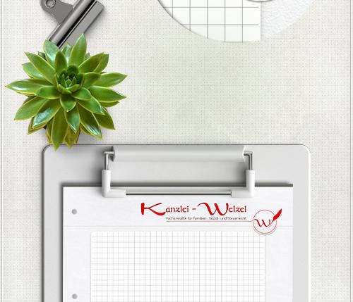 Gestaltung des Schreibblockes mit Lederstruktur, kariertem Schreibuntergrund, Schriftzug, Logo und Kontakt