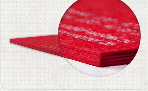 schöne rote Ränder durch das Papier der Visitenkarten