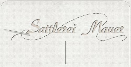 Schriftzug Sattlerei Mauer mit gezeichneter Nadel und Faden