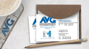 Visitenkarten mit verschiedenen Ansprechpartnern für den Berliner AVG e.V.