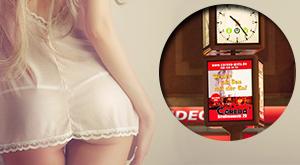Werbeplakat mit Frau und Slogan für Groß-Uhren
