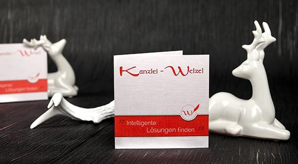 individuelles Flyer-Design für Kanzlei Welzel in Rot-Weiß