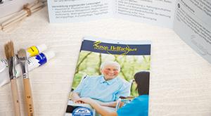 zwei Flyer für Berliner Pflegedienst